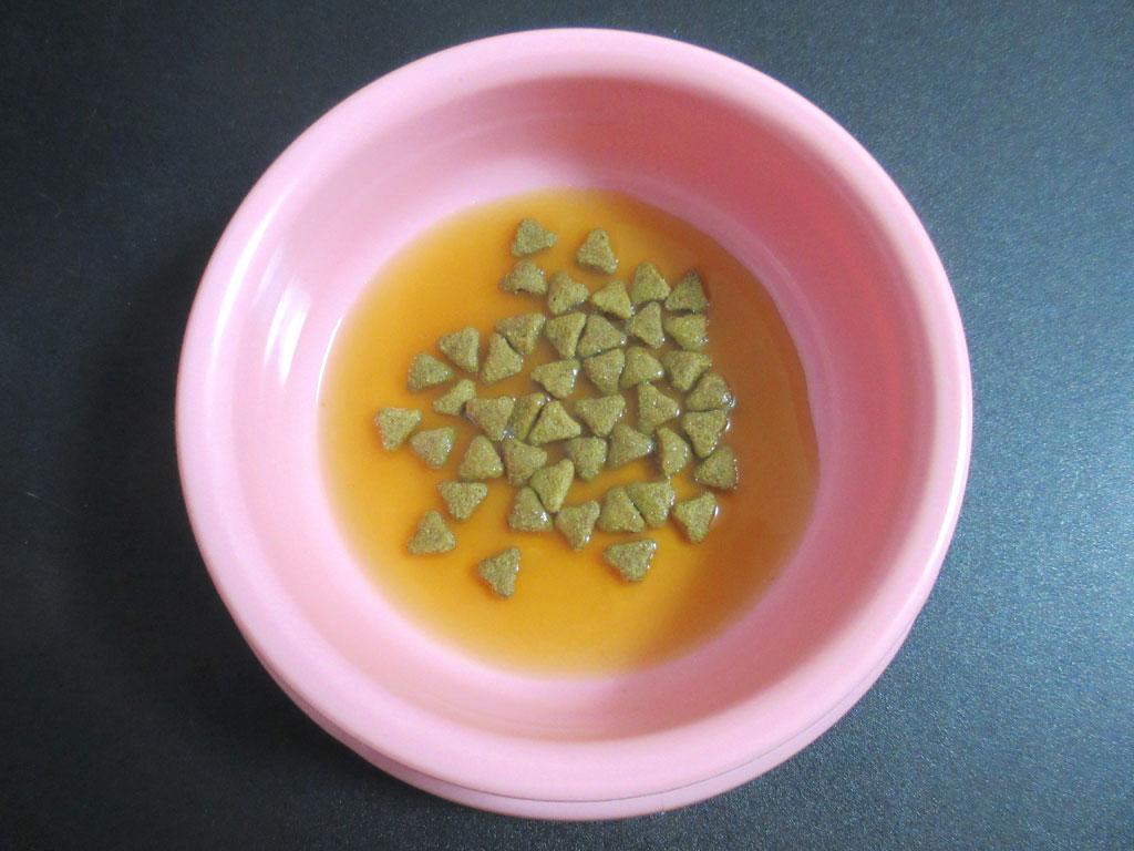 美味しそうなコンソメスープ。