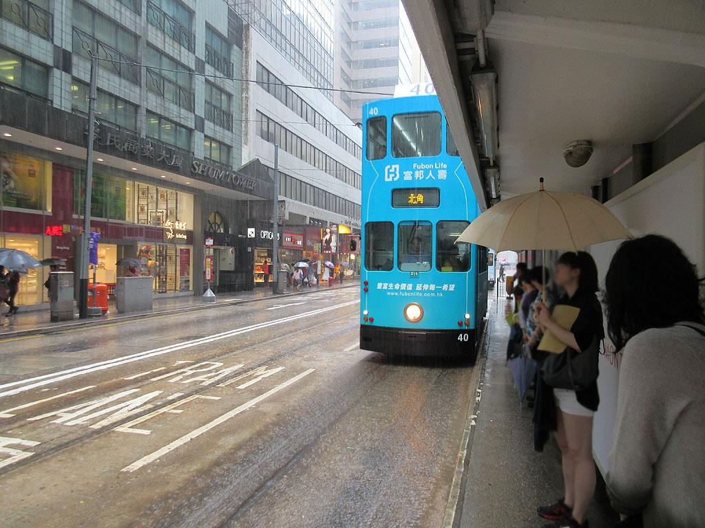 ドシャ降りの香港。