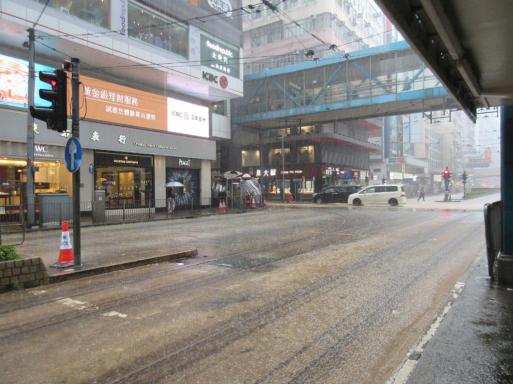 ドシャ降り過ぎる香港。