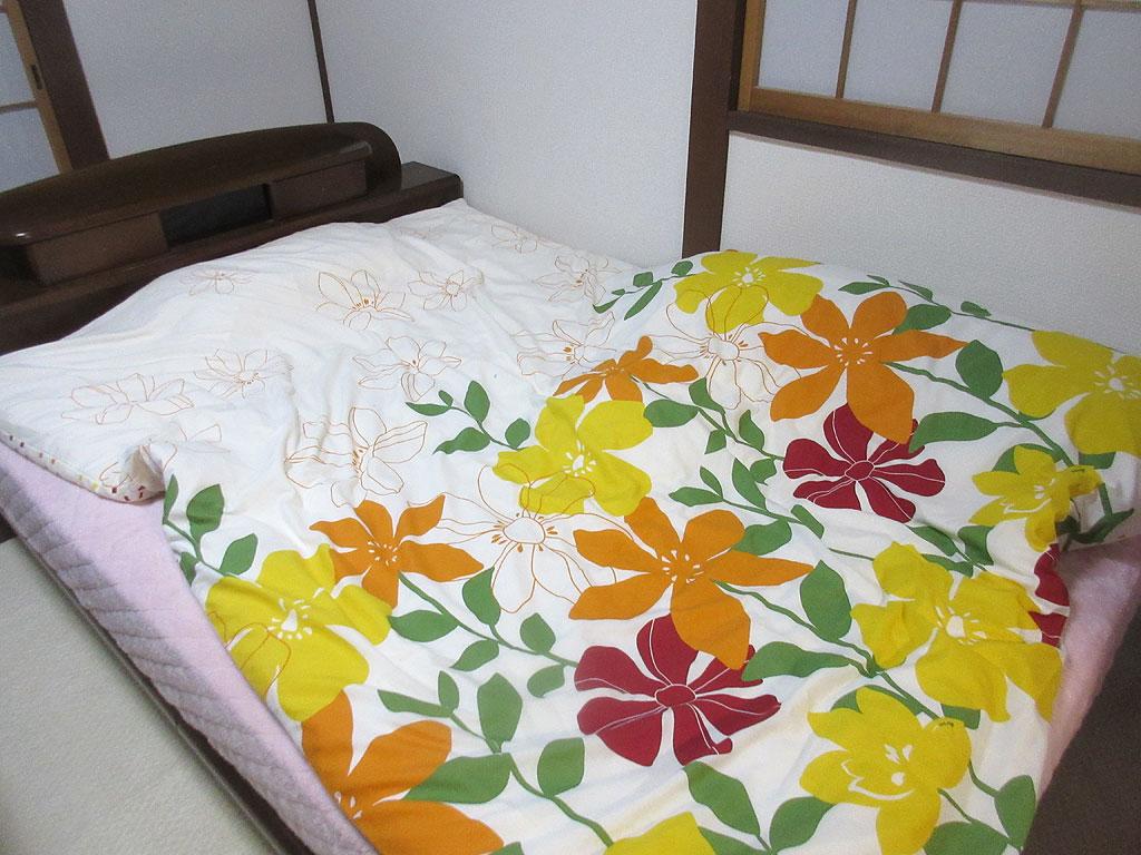 布団で寝てたアビのすけ。